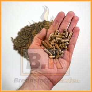 Holzpellety Handhaufen YPellets mit LL-BK Siegel