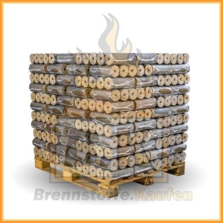 Hartholzbriketts mit Loch auf einer Palette in 10 kg Paketen